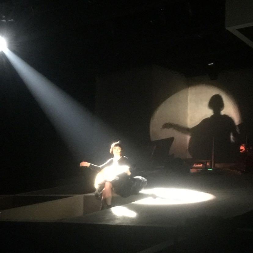 孟京辉话剧独角戏女主黄湘丽小型演唱会现场图片